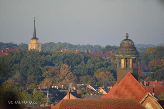 Observatoriumskuppel des Goethegymnasiums und Turm der Lutherkirche