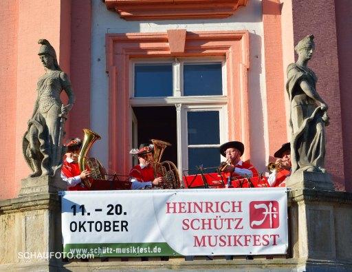 Start des Wandelkonzertes am Rathaus mit den Großkorbethaer Turmbläsern.