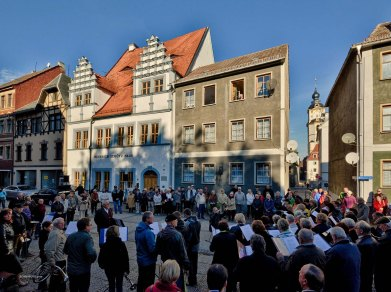 Hier spielten der Evangelische Posaunenchor und der Volkschor Langendorf.