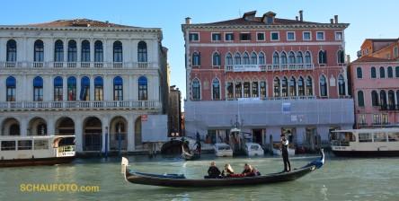 Touristengondel auf dem Canal Grande
