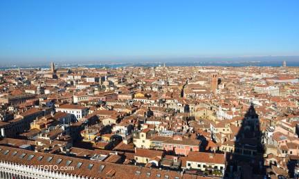 Venedig ist eine Großstadt. Das wurde mir bei diesem Anblick erst richtig bewusst.