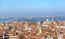 Blick nach Mestre und zum Venedig-Damm.