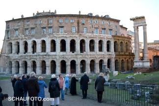 Das Theater des Marcellus ist älter als das Colosseum.