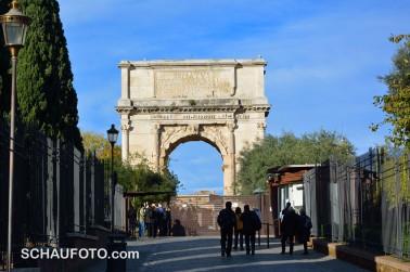 Eingang Forum Romanum mit Titus-Bogen.