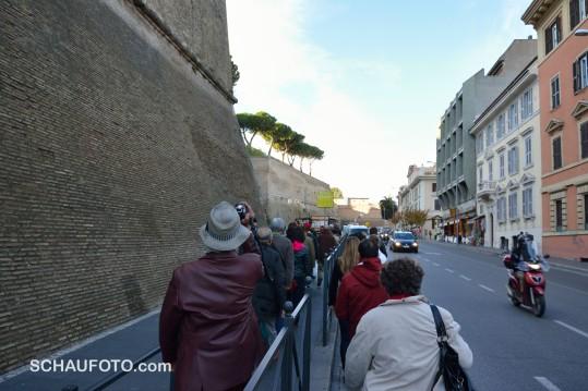 Bollwerk Vatikanstaat - links um die Ecke geht es in die Museen.