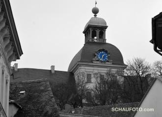 Schlossuhr in Stadtfarben