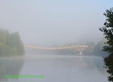 Ein paar hundert Meter weiter die zweite Holzbrücke.