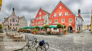 Abensberg überrascht mit einem chicken, historischen Stadtkern.