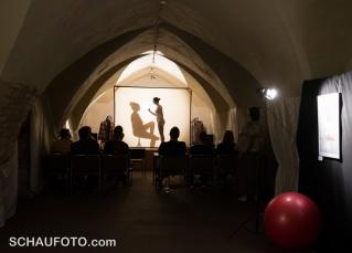"""""""Über den Schatten springen"""" - Performance im Kloster"""