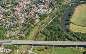 Saalebrücke der Umgehungsstraße, Burgwerben und Saale im Luftbild vom 1.7.2015