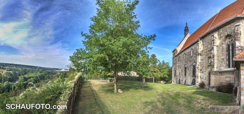 Sicht vom Plateau an der Burgwerbener Kirche.