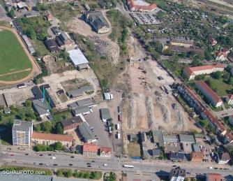 2007 - Diverse Industriebauten liegen zerbröselt da und werden zum Großteil wieder verbaut.