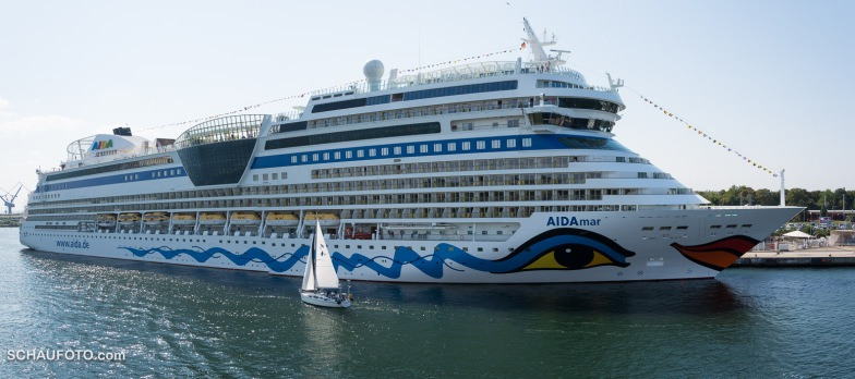 Ein schönes Schiff mit gewagtem Make up.