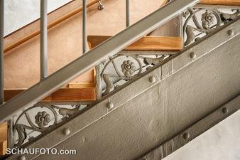Detail an einer sanierten Treppe.