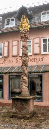 Im Zentrum Külheims steht der größte fränkische Träubelesstock aus dem Jahre 1739.