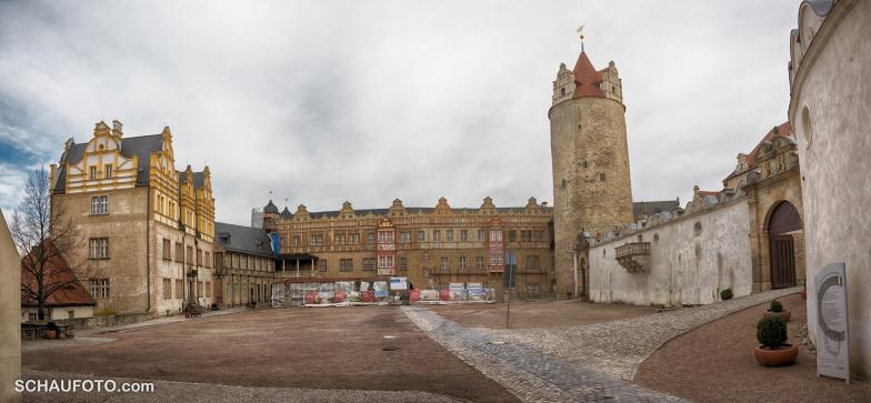 Der Schlosshof ist riesig.
