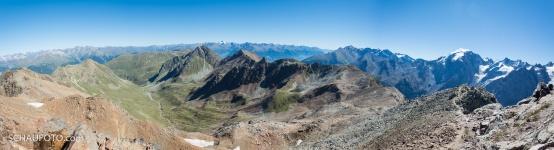 Wahnsinns-Aussicht: links das Val Costainas, rechts der Ortler, im Hintergrund der Alpenhauptkamm