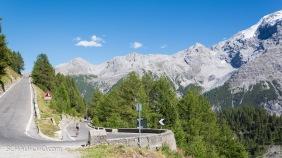Stilfser Joch-Straße mit Berglhütte