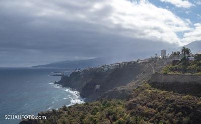 Rückblick zu Puerto Cruz mit Wolken.