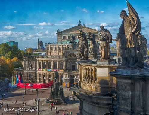 Hofkirchen-Skulpturen vor Semperoper