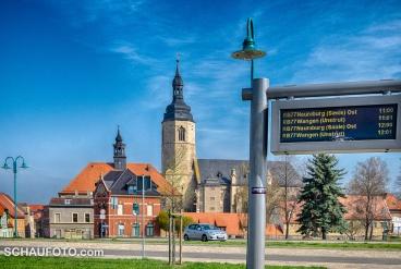 Kompakter Stadtkern: Bahnhof, Postamt, Rathaus und Kirche