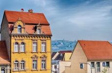 Sicht von der Rathaustreppe zum Flugplatz Laucha